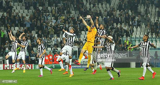 The players of the Juventus FC celebrate a victory at the end of the UEFA Champions League semi final match between Juventus and Real Madrid CF at...