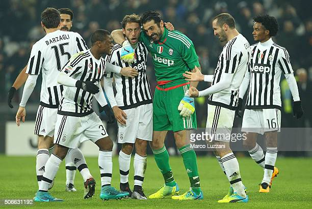 The players of the Juventus FC celebrate a victory at the end of the Serie A match between Juventus FC and AS Roma at Juventus Arena on January 24...