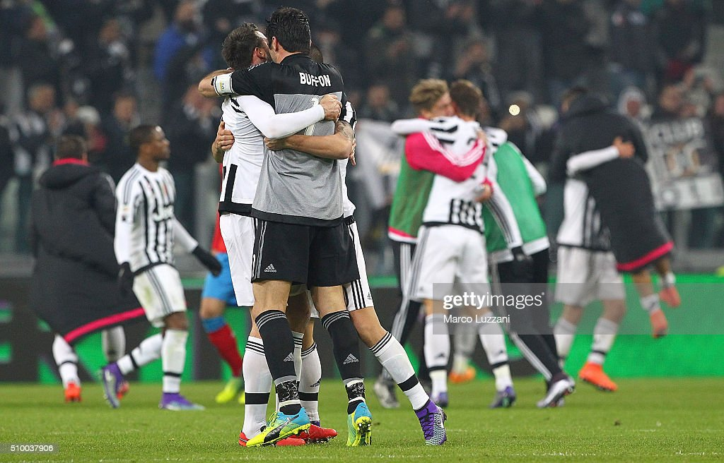 The players of the Juventus FC celebrate a victory at the end of the Serie A match between and Juventus FC and SSC Napoli at Juventus Arena on February 13, 2016 in Turin, Italy.
