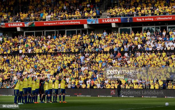 The players paying respect to former Brondby IF president and Brondby mayor Kjeld Rasmussen prior to the Danish Alka Superliga match between Brondby...