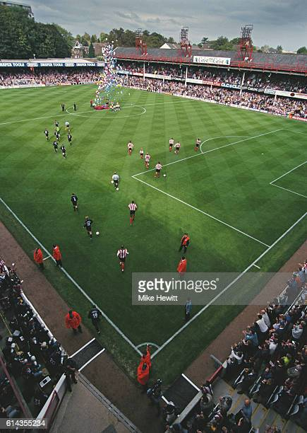 The players run out before a Premier League match between Southampton and Manchester United at the Dell on October 3 1998 in Southampton England