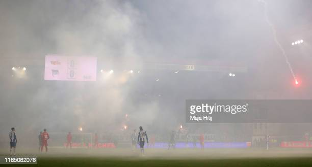 The players walk off the pitch as the match is proposed due to smoke from flares during the Bundesliga match between 1 FC Union Berlin and Hertha BSC...