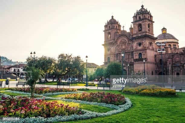 the plaza de armas of cusco, peru - provinz cusco stock-fotos und bilder