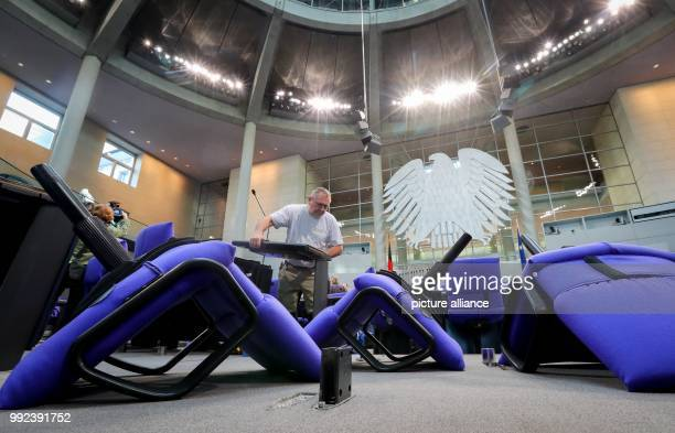 The plenary hall of the German parliament will be reconstructed for the inaugural meeting on the 24th of October 2017 With the parties FDP and AfD...