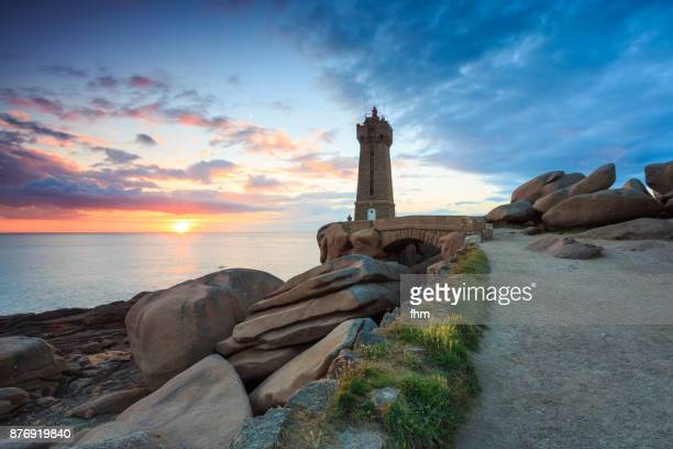 the ploumanac'h lighthouse at sunset (officially the mean ruz lighthouse), brittany/ france - perros guirec photos et images de collection