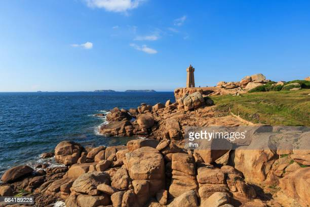 the ploumanac'h lighthouse (officially the mean ruz lighthouse), brittany/ france - perros guirec photos et images de collection