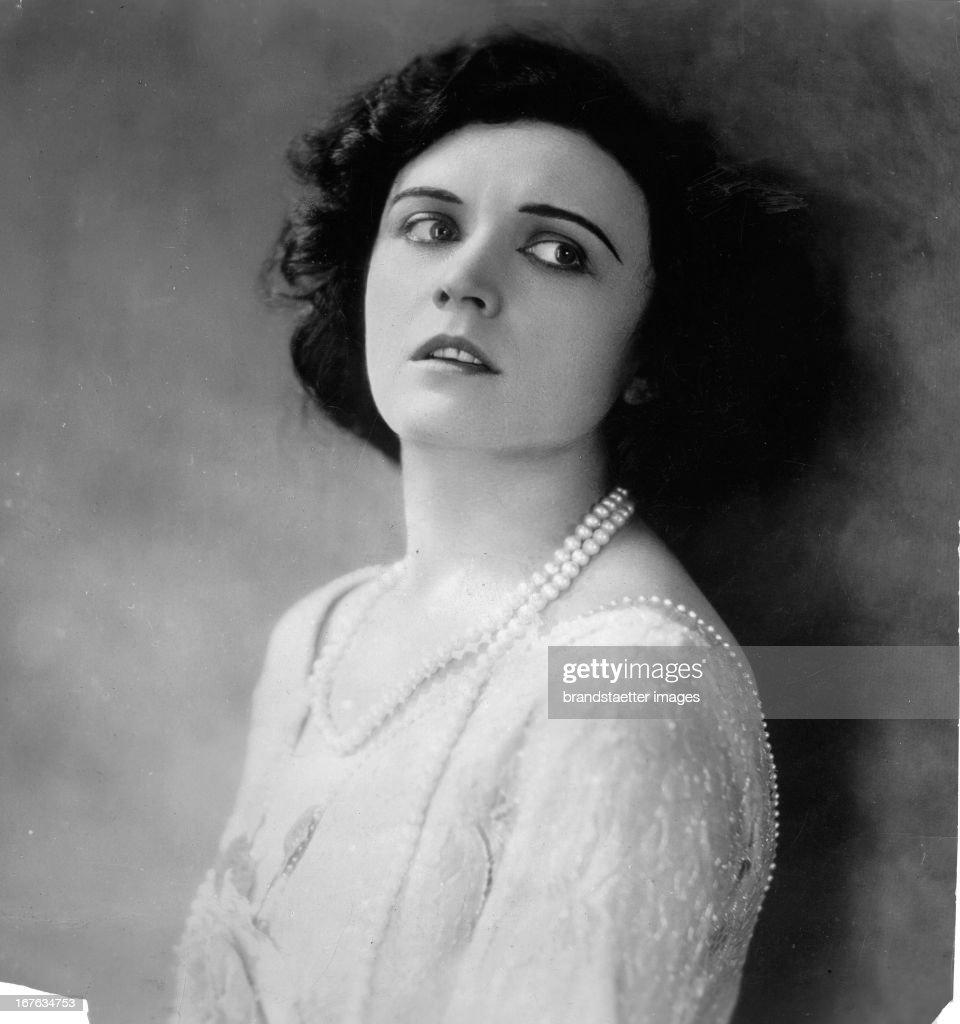 Watch Queenie Leonard (1905?002) video