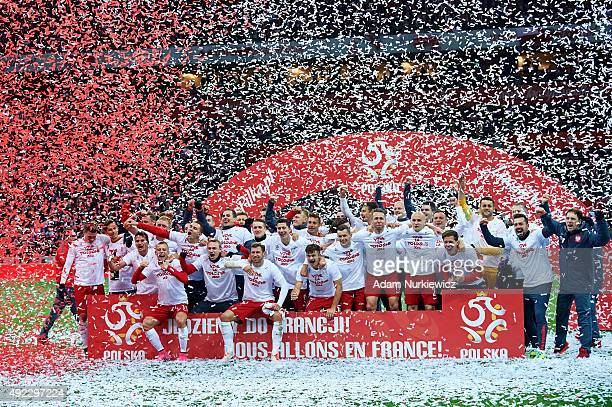 The Polish team celebrate after the UEFA EURO 2016 qualifying match between Poland and Republic of Ireland at National Stadium on October 11 2015 in...