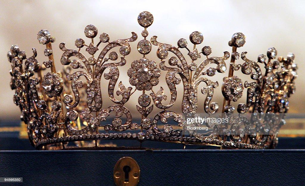 The Poltimore Tiara, estimate $260,000-350,000, is displayed : News Photo