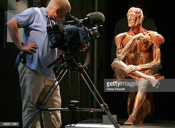 WORLD09/29/05 The Ponder is taped by a television crew during Dr Gunther von Hagens' Body Worlds 2 media preview The 20000 square foot Anatomical...