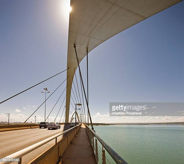 the ponte (bridge) juscelino kubitschek - distrito federal brasilia stock pictures, royalty-free photos & images