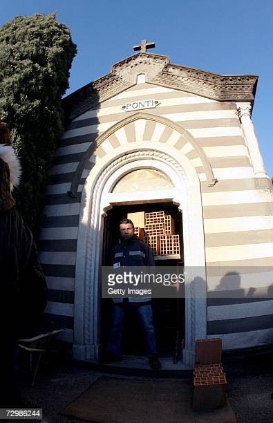 The Ponti's chapel is to undergo renovations after Italian director Carlo Ponti is buried in the cemetary on January 12 2007 in Magenta Italy Italian...