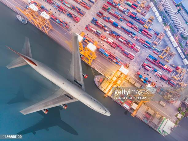 the port of discharge from the business to the transfer to the consumer at large. - caricare attività foto e immagini stock