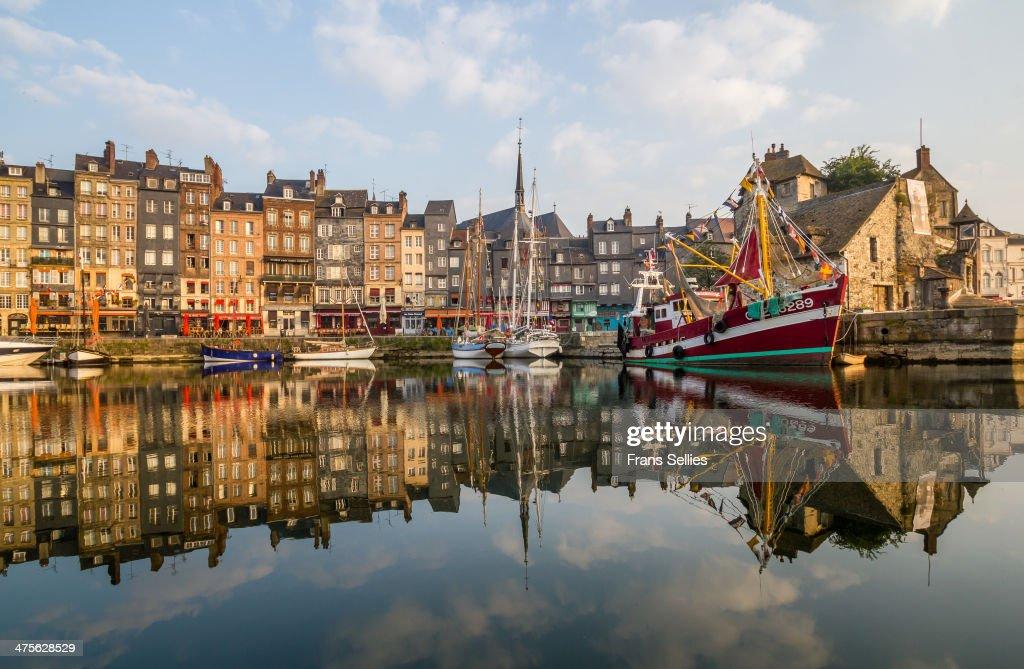 The old port  of Honfleur : Nieuwsfoto's