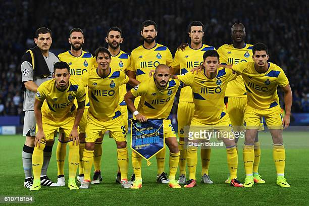 The Porto team pose for the cameras prior to kickoff during the UEFA Champions League Group G match between Leicester City FC and FC Porto at The...