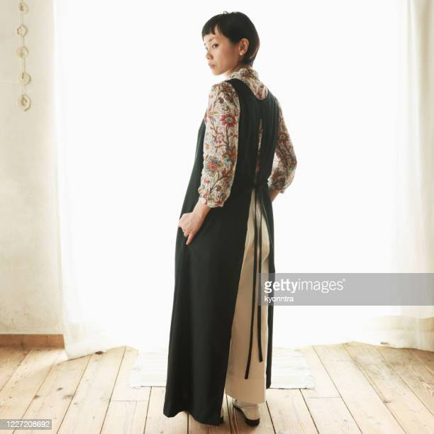 the portrait of woman wearing sustainable fashion - kyonntra stock pictures, royalty-free photos & images