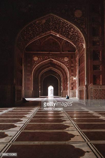 the prayer - mausoleum stock-fotos und bilder