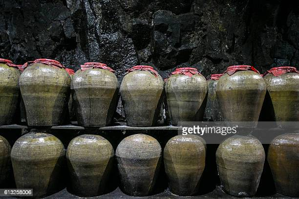 the preserved, stored and aged chinese spirit, alcoholic, liquor, beverages, rice wine in the chinese sealed jars - saki fotografías e imágenes de stock