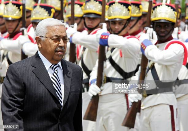 The President of Cape Verde Pedro Pires reviews an honor guard during a ceremony at the Planalto presidential Palace in Brasilia 04 October 2005....