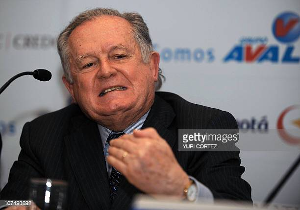 The president of Colombian Finalcial Group AVAL Luis Carlos Sarmiento Angulo gestures during a press conference on December 9 2010 in San Jose AVAL...