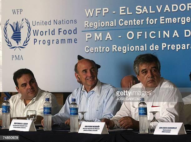 The president of El Salvador Elias Antonio Saca the US ambassador to El Salvador Charles Glazer and the regional representative of the World Food...