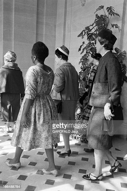 The President Of Gabon M'Ba Leon And His Wife In Official Travel In France Paris 2224 mars 1961 Lors du voyage officiel en France de Gabriel Léon...