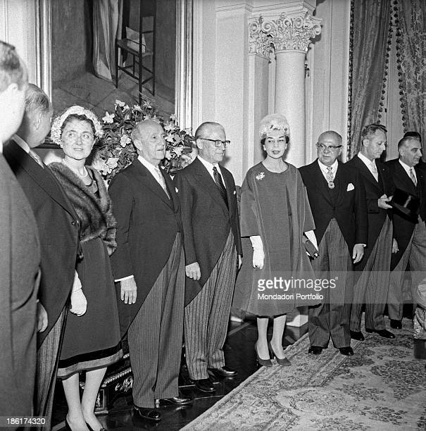 The President of Italian Republic Giovanni Gronchi poses for an official picture with the President of Peru Manuel Prado Ugarteche and their wives...