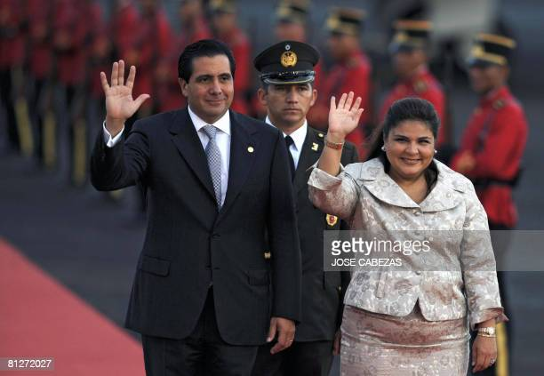 The President of Panama Martin Torrijos and Salvadorean Minister of Foreign Affairs Marisol Argueta de Barillas wave upon Torrijos' arrival to El...