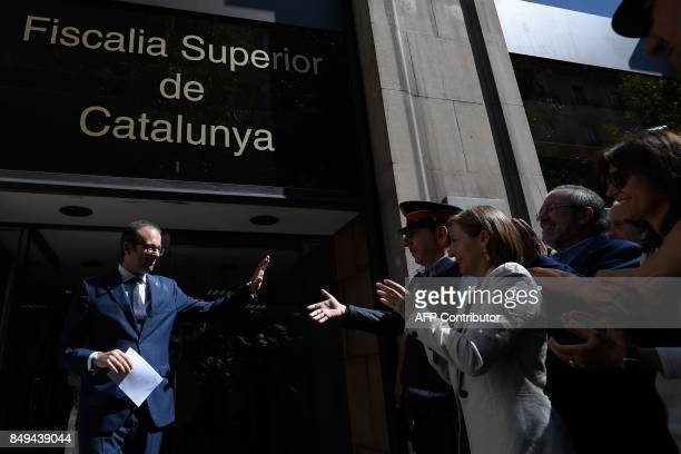 The President of the Catalan parliament Carme Forcadell applauds as Marc Solsona Mayor of Mollerussa leaves the court on September 19 2017 in...