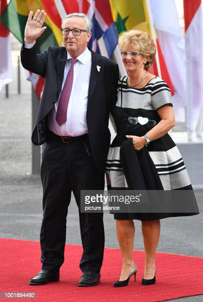 The President of the European Commission JeanClaude Juncker and his wife Christiane Frising arrive for the concert at the Elbphilharmonie in Hamburg...
