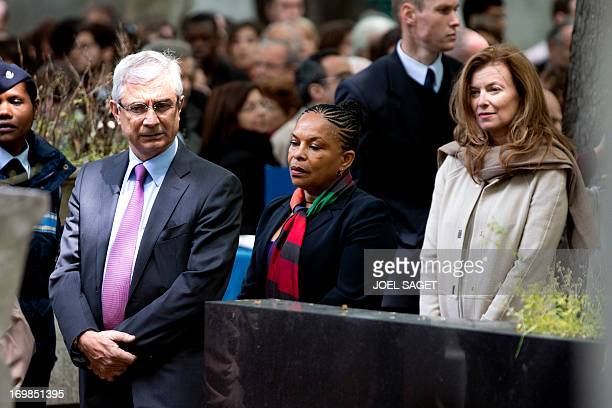 The President of the French National Assembly Claude Bartolone French Justice Minister Christiane Taubira and French President'scompanion Valerie...