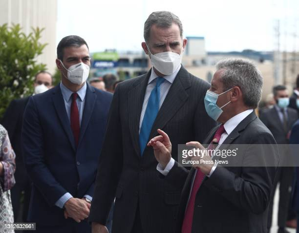 The President of the Government, Pedro Sanchez; and King Felipe VI , talk with the President of the Government, Pedro Sanchez, on his arrival at the...