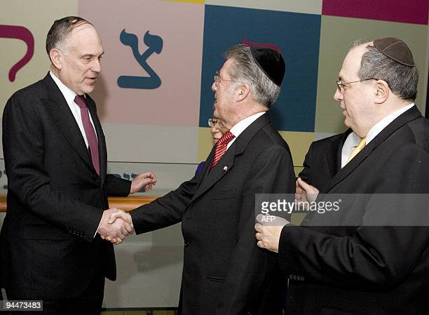 The President of the Jewish World Congress Ronald Lauder is welcomed by Austrian President Heinz Fischer and the President of the Jewish community in...