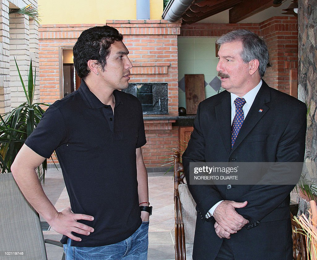 The president of the Paraguayan national Congress, Miguel Carrizoza (R), speaks with Paraguayan national football team player Salvador Cabanas, after giving him a recognition plaque on June 15, 2010 in Asuncion. Cabanas was seriously injured when he was shot past January 25 in a bar in Mexico City. AFP PHOTO / Norberto Duarte