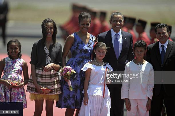 The president of The United States Barack Obama his wife Michelle their daughters Sasha and Malia and Salvador's Foreign Minister Hugo Martinez pose...