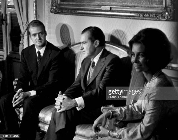 The President of the United States Richard Nixon with the spanish princes Juan Carlos and Sofia at the Zarzuela Palace during his official visit to...