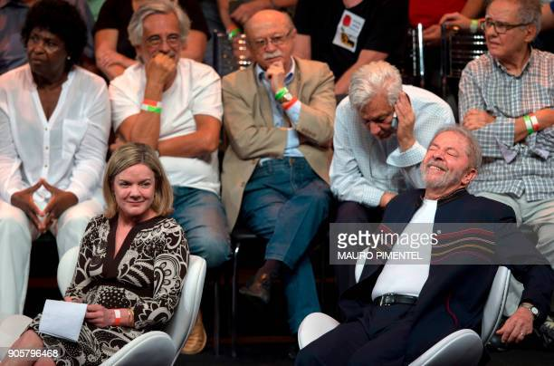 The president of the Workers Party Gleisi Hoffmann and former Brazilian president Luiz Inacio Lula da Silva during a meeting with intellectuals at Oi...