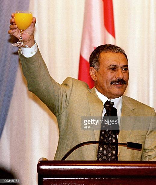 The President of Yemen Abdullah Saleh makes a toast to honor hosts of the CanadaYemen Business Seminar 29 March 2000 in Calgary Alberta Canada Saleh...