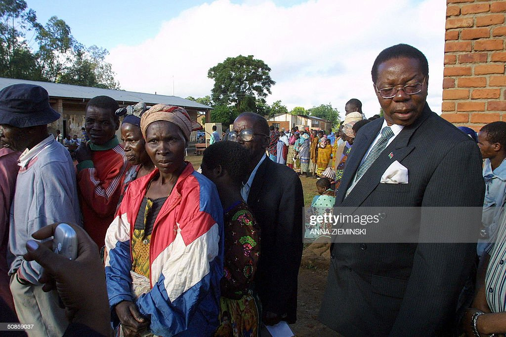 The presidential candidate for the ruling United Democratic Front party, Bingu Wa Mutharika (R), waits in line at a polling station at the Goliati Primary School in Thyolo district, about 50 kms outside Blantyre, 20 May 2004. Malawians are voting 20 May 2004 in the country's third democratic general elections.