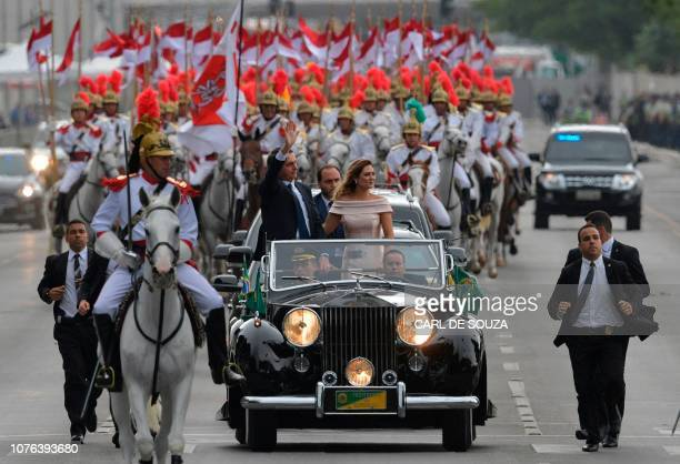 TOPSHOT The presidential convoy led by Brazil's Presidentelect Jair Bolsonaro and his wife Michelle Bolsonaro in a Rolls Royce heads to the National...