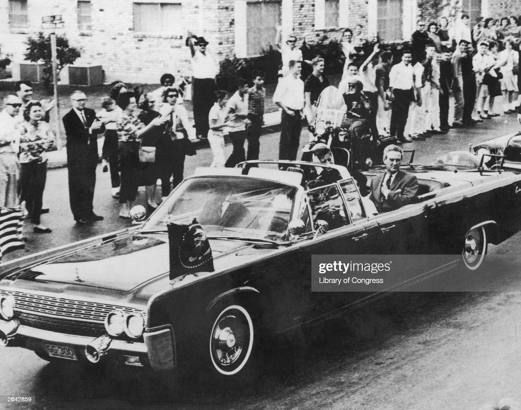 Kennedy Motorcade : News Photo