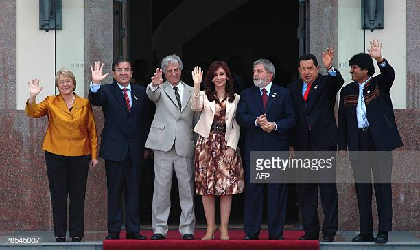 The presidents of Chile Michelle Bachelet of Paraguay Nicanor Duarte of Uruguay Tabare Vazquez of Argentina Cristina Fernandez de Kirchner of Brazil...