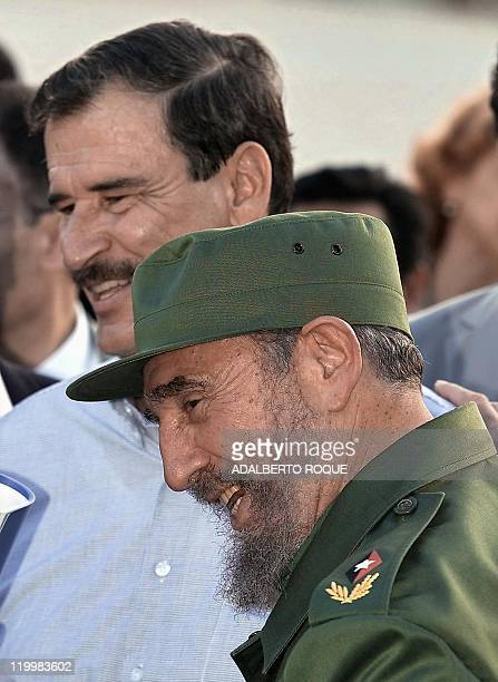 The presidents of Mexico and Cuba Vicente Fox and Fidel Castro talk during the ENERGAS deal 03 February 2002 in La Habana during Fox's 24 hour visit...