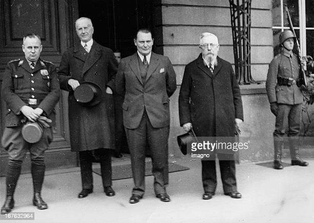 The presidium of the new Reichstag in front of the Palais of president Hindenburg From left to right Ernst Otto Emil Zörner Walther Graef Hermann...