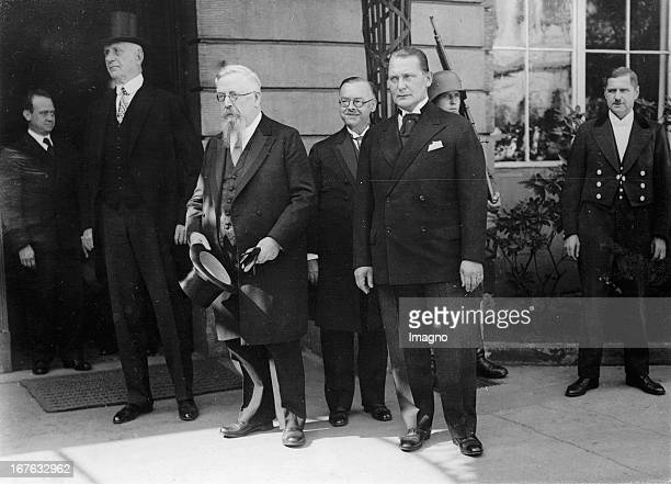 The presidium of the Reichstag in front of the Palais of president Hindenburg From left to right Walther Graef Thomas Eßer Hans Rauch Hermann Göring...