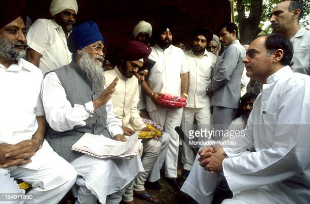 The Prime Minister Rajiv Gandhi photographed in his residence meets the Sikhs after the assassination of his mother in 1984 India