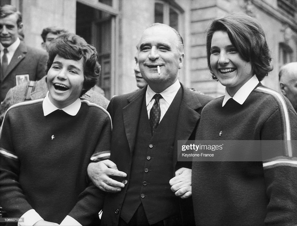 Georges Pompidou And Goitschel Sisters, In 1964 : News Photo