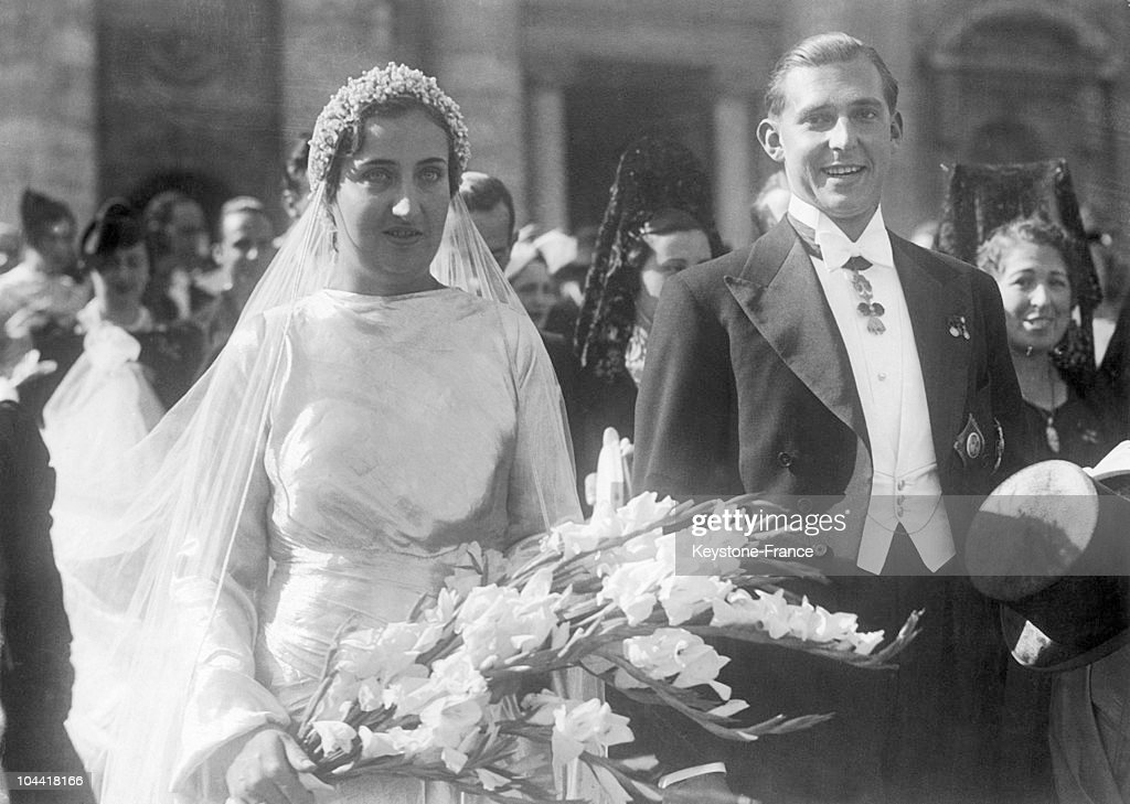 The Prince of Asturias JUAN of BOURBON, son of ALPHONSE XIII exiled King of Spain, and his wife Princess MARIA de las MERCEDES of BOURBON, leaving the church Saint Marie of Angels in Rome, where they are celebrating their wedding.