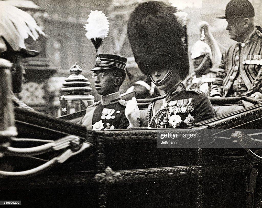 Edward Viii Sitting W/Prince Hirohito : ニュース写真