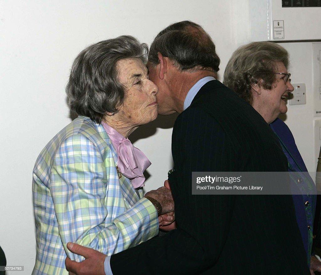 Prince Charles Visits Bhavan Institute : News Photo